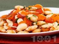 Рецепта Традиционна бобена (фасулена) салата с моркови, печени чушки и доматено пюре